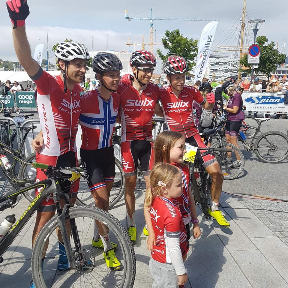 Sterk laginnsats av Swix Hard Rocx Cycling Team. Foto: Sykkelcenteret Sola & Randaberg